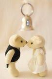 Embrassez la mariée Photo stock