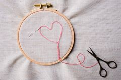 Free Embroidery Set. White Linen Fabric, Embroidery Hoop, Colorful Threads And Needls. Stock Photography - 149084552