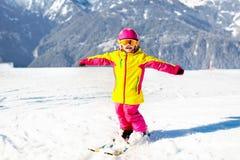 Embroma deporte de la nieve del invierno Esquí de los niños Esquí de la familia Imagen de archivo