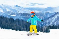 Embroma deporte de la nieve del invierno Esquí de los niños Esquí de la familia Fotografía de archivo libre de regalías