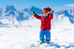 Embroma deporte de la nieve del invierno Esquí de los niños Esquí de la familia Fotografía de archivo