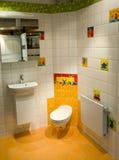 Embroma el cuarto de baño moderno Fotografía de archivo
