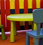 Embroma los muebles, colores vivos, espacio p2 de los niños Imagen de archivo