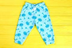 Embroma los pantalones modelados azul Fotos de archivo libres de regalías