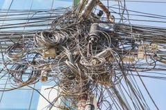 Embrouillement des câbles et des fils photos stock