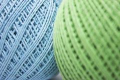 Embrouillements bleus et verts de fil Photographie stock libre de droits