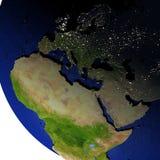 EMEA gebied bij nacht op model van Aarde met in reliëf gemaakt land Stock Afbeelding