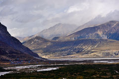 Emellertid sjölandskap i Tibet arkivbilder