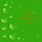 Emerald Background med den pappers- treklövern Royaltyfria Bilder
