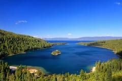 Emerald Bay på Lake Tahoe med Fannette Island, Kalifornien, USA fotografering för bildbyråer