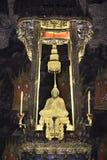 Emerald Buddha met gouden kabel Stock Afbeelding