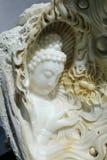 Emerald Buddha och spindel arkivbild