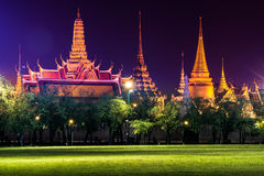 Emerald Buddha Temple (Wat Phra Kaew) at night Stock Photos