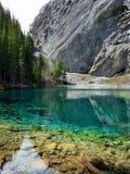 Emerald Grassi Lake in Rocky Mountains Fotografia Stock Libera da Diritti
