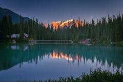 Emerald Lake bij zonsopganguur Royalty-vrije Stock Foto's