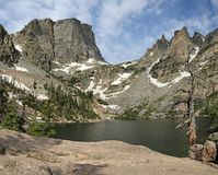 Emerald Lake e pico de Hallett foto de stock royalty free