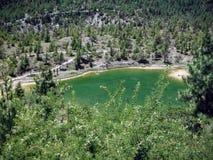 Emerald Lake en los llanos Himalayan Fotos de archivo