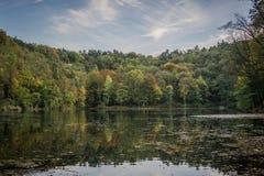 Emerald Lake en Szczecin Polonia en el tiempo del otoño Foto de archivo libre de regalías