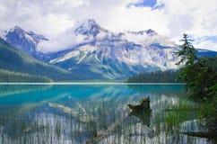 Emerald Lake en Yoho National Park, la montaña canadiense de las montañas rocosas Fotografía de archivo libre de regalías