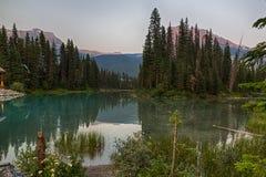 Emerald Lake in schemering Stock Fotografie