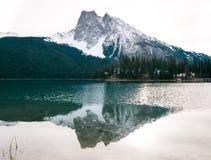 Emerald Lake in Yoho National Park BC is een mooie plaats royalty-vrije stock afbeelding