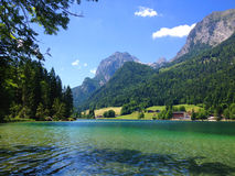 Emerald Mountain Lake dans les Alpes Photo libre de droits