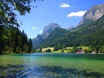 Emerald Mountain Lake en las montañas Foto de archivo libre de regalías