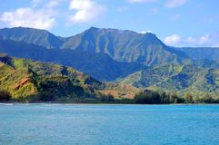 Emerald Mountains Hover Over Hanalei-Baai royalty-vrije stock foto's