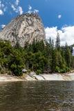 Emerald Pool en Liberty Cap in het Nationale Park van Yosemite Royalty-vrije Stock Foto