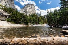 Emerald Pool en Liberty Cap in het Nationale Park van Yosemite, Californië, de V.S. Royalty-vrije Stock Afbeeldingen