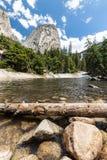 Emerald Pool et Liberty Cap en parc national de Yosemite Photographie stock libre de droits