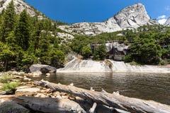 Emerald Pool et Liberty Cap en parc national de Yosemite, la Californie, Etats-Unis Photo libre de droits