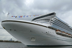 Emerald Princess Cruise Ship anslöt på den Brooklyn kryssningterminalen Arkivfoto