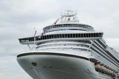 Emerald Princess Cruise Ship bro Royaltyfri Foto