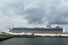 Emerald Princess Cruise Ship s'est accouplé sur le terminal de croisière de Brooklyn Images stock