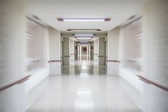 emergências, espaço branco do corredor do hospital, o limpo e o higiênico, Fotografia de Stock Royalty Free