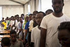 Emergenza di immigrazione in Italia fotografie stock