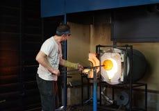 Emergir da forja - arte de vidro imagem de stock
