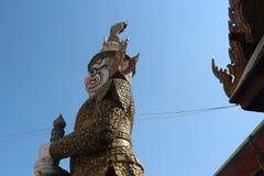 EMERLAD BUDDAH PÅ DEN STORSLAGNA SLOTTEN I BANGKOK, THAILAND Royaltyfri Fotografi
