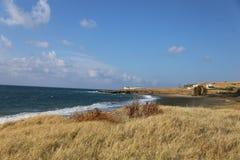 Emetery Cypr na wybrzeżu z niebieskim niebem obraz stock