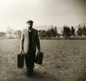 Emigrant z walizkami zdjęcie stock