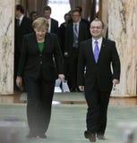 Emil Boc und Angela Merkel am Victoria-Palast lizenzfreies stockfoto