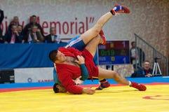 Emil Hasanov (r) contra Evgeniy Sukhomlinov (b) Foto de archivo libre de regalías