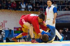 Emil Khasanov (R) contra lutas de Evgeniy Sukhomlinov (b) Fotografia de Stock