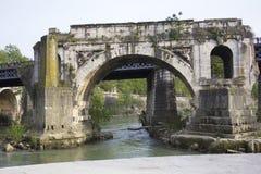 Emilio Bridge i det Trastevere området av Rome, Lazio, Italien Royaltyfria Bilder