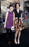 Emily Browning en Jena Malone Stock Foto's