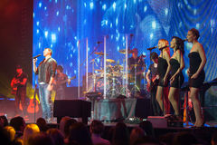Emin Agalarov z muzykami na scenie Fotografia Stock