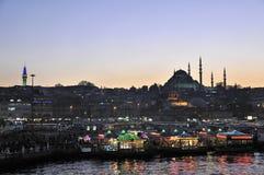 Eminonu的Fishboat餐馆,伊斯坦布尔-土耳其 免版税库存照片