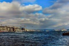 Eminonu Bosphorus Chmurnieje Fatih Istanbuł, Turcja obrazy royalty free
