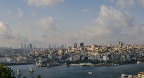 Eminonu Galata gromadzki most, Levent skyscapers Istanbuł Zdjęcia Royalty Free